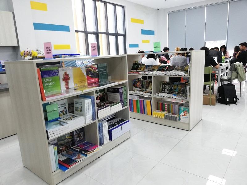 Thư viện Đại học Kinh Tế Luât -2