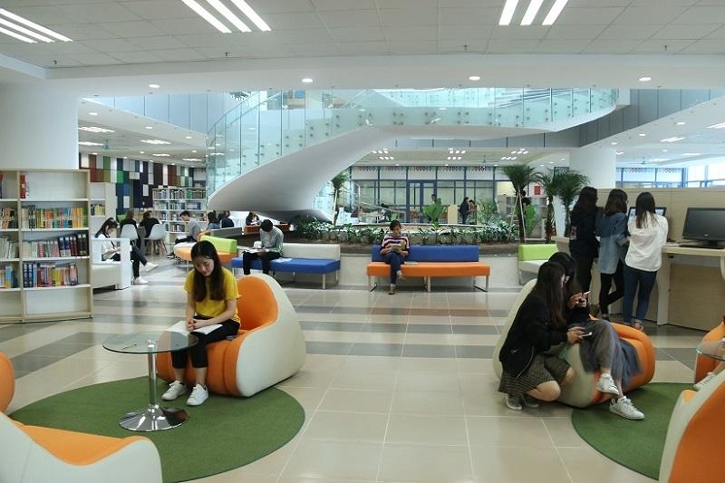 Thư viện trường Đại học Kinh tế Quốc dân-3