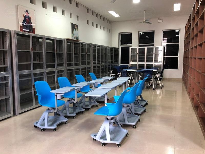 Không gian lấp đầy bàn ghế thông minh Indota