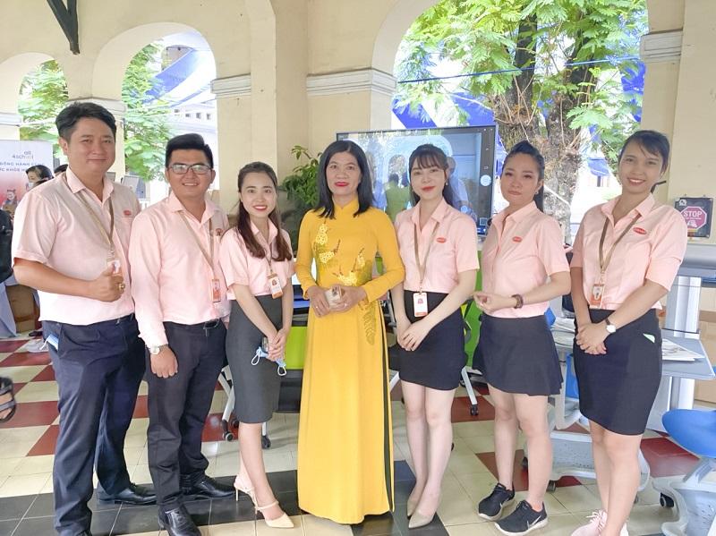 Hiệu trưởng trường THPT chuyên Lê Hồng Phong