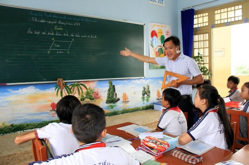 Nâng lương giáo viên thường xuyên